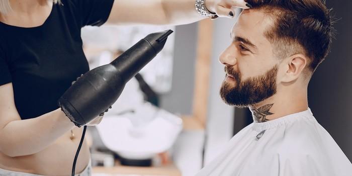 Découvrez les coiffures hommes à adopter cette année