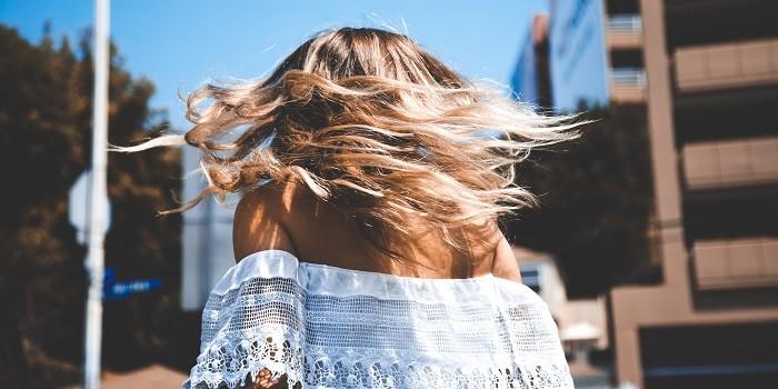 Comment prendre soin de ses cheveux avec l'arrivée du soleil ?