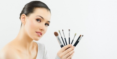 Maquillage du teint : les pinceaux indispensables