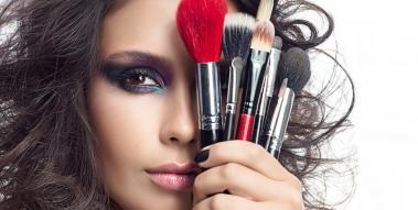 Maquillage des yeux : les pinceaux de maquillage incontournables
