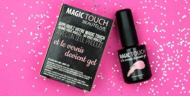 Quand un vernis à ongles devient gel, découvrez le top coat MAGIC TOUCH de Beautélive !