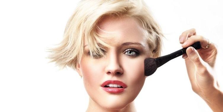 Etudiants : produits et accessoires maquillage indispensables pour le CAP esthétique